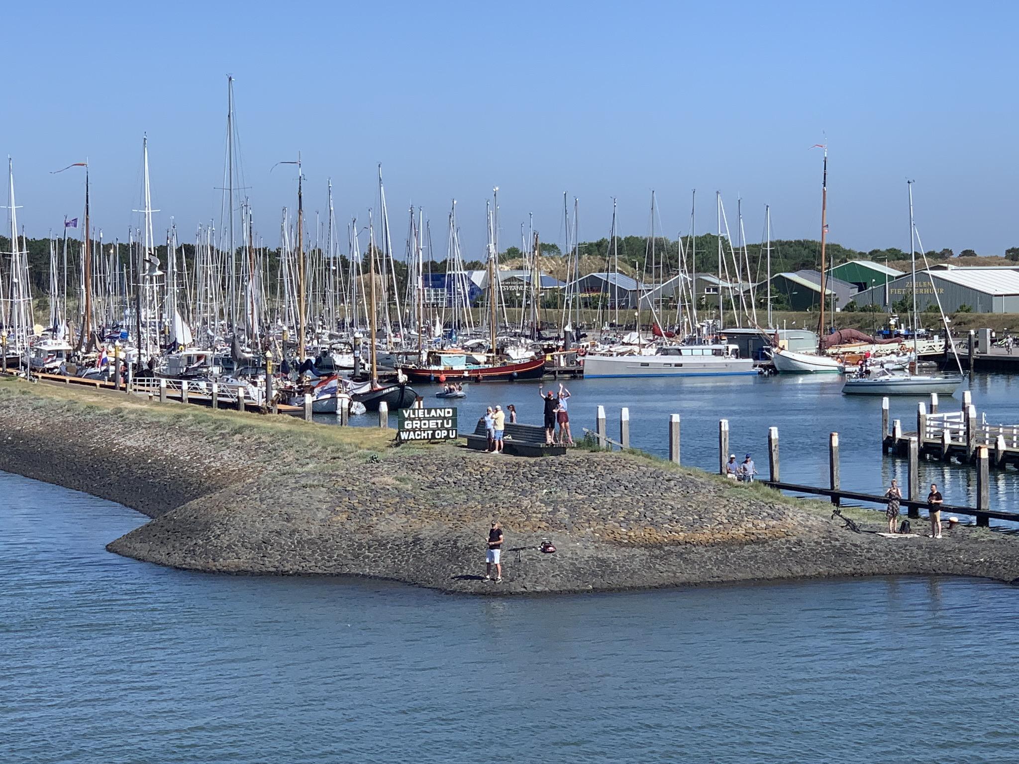 Aankomst met Doeksen boot van Harlingen naar Vlieland (Vlibiza)